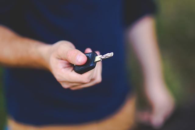 ¿Conoces los permisos para conducir caravanas?